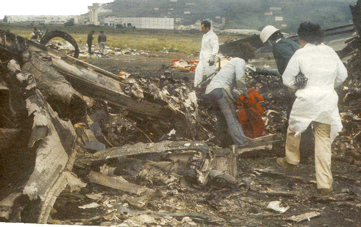 tenerife airport disaster The tenerife airport disaster was the collision of two boeing 747 airliners on the runway of los rodeos airport (now known as tenerife north airport) on the spanish island of tenerife, one of the canary islands with 583 fatalities, the crash remains the worst accident in aviation history.